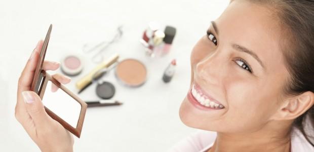 Como Fazer Maquiagem para Disfarçar as Espinhas